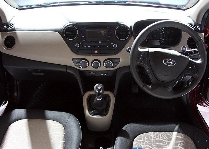 Hệ thống an toàn trên xe được trang bị khá đầy đủ so với một mẫu xe nhỏ giá rẻ với hệ thống chống bó cứng phanh ABS, hai túi khí và cảm biến lùi cho bản cao cấp.