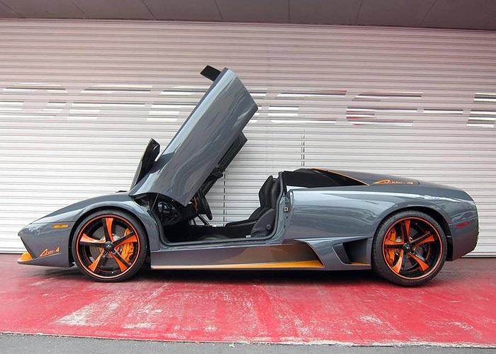 Ngoại thất xe nổi bật với vành đúc 20 inch do Savini thiết kế cùng nhiều chi tiết trang trí màu da cam.