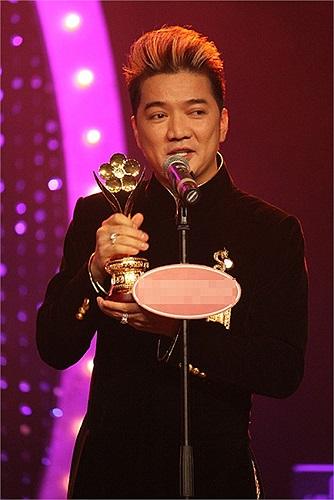 Đàm Vĩnh Hưng đang là tâm điểm dư luận, khi lên tiếng đốp chát lại những lời nhận xét của nhạc sỹ Nguyễn Ánh 9 trên trang cá nhân.