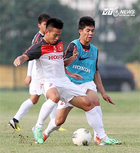 Đình Hoàng cũng là một gương mặt nổi bật ở đội 1 của SLNA khi được đôn lên thi đấu tại V-League 2013.