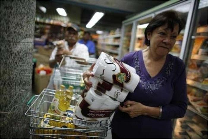 Nhu cầu tiêu thụ giấy vệ sinh mỗi tháng ở Venezuela là 125 triệu cuộn, trong khi hiện nay nhu cầu đó tăng thêm hơn 40 triệu cuộn/tháng