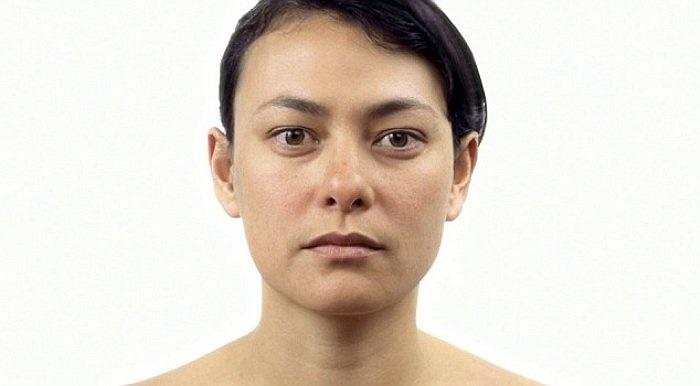 Sự thay đổi xuất hiện rõ nhất ở phần mí mắt và vùng xunh quanh mũi khi Danielle ngoài 30.