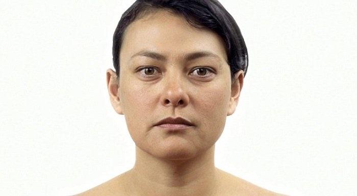 Ở tuổi ngoài 40, những quầng thâm dưới mắt, mũi và miệng bắt đầu lộ ra nhiều hơn.