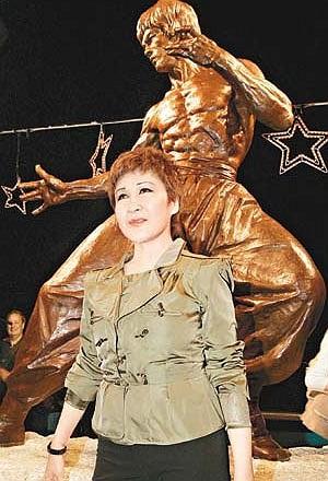 Không những thế, Đinh Bội khẳng định có người đã đẩy bà vào con đường nghiện ngập.