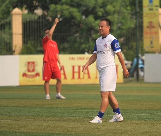 Đồng đội của Thành Trung là cựu tiền đạo CAHN Tuấn Thành.