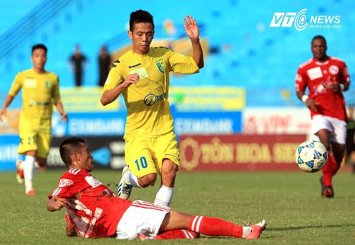 Văn Quyết có một mùa giải chơi dưới sức dù Hà Nội T&T là nhà vô địch.