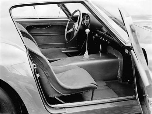 Khi mới ra đời năm 1962, dòng Ferrari 250 GTO chỉ có giá gần 10.000 USD và được sản xuất để tham gia vào các cuộc đua xe như Le Mans 24-Hour.