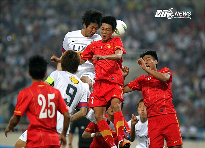 Kashima Antlers chơi bóng bổng khiến U23 Việt Nam rất vất vả chống đỡ.