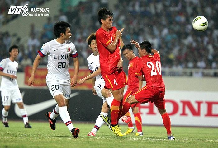 Điểm yếu của U23 Việt Nam là hệ thống phòng ngự. Bộ đôi trung vệ Thanh Hào (4) và Mạnh Hùng (15) phải hoạt động rất vất vả.