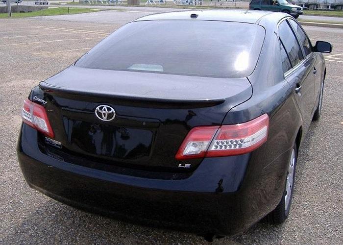 Chiếc xe này được nhập khẩu từ Mỹ và có màu đen.