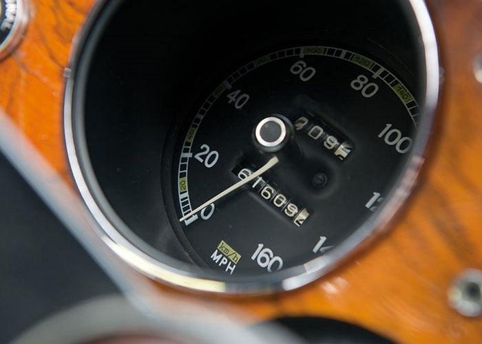 Được biết chỉ có đúng 351 chiếc 2000 GT từng xuất xưởng trong đó chỉ có 62 xe có tay lái thuận (như chiếc xe vừa được bán).