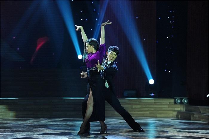 Không nằm ngoài dự đoán, Yến Trang xuất sắc vượt qua hai đối thủ là Ngô Kiến Huy và Lan Phương để đăng quang Bước nhảy hoàn vũ mùa tứ tư.