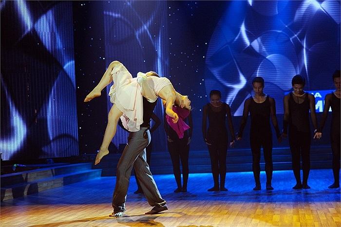 Còn Lan Phương, một màu sắc khá đặc biệt khi kết hợp giữa múa và khiêu vũ. Cô cũng là thí sinh duy nhất giành 4 điểm 10 cho một tiết mục suốt cả mùa giải.
