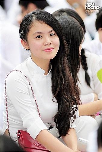 Rạng rỡ trong tà áo dài trắng tinh khôi