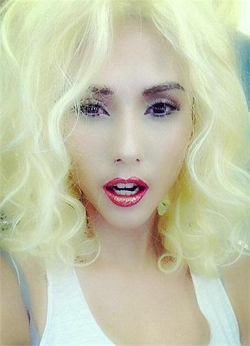 Võ Hoàng Yến trong hình ảnh da trắng, tóc vàng.