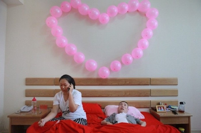 Yan Shuying, ngụ tại thủ đô Kuala Lumpur, trong một lần lang thang trên các trang web kết bạn, chị đã làm quen với anh Li Kangyu, 38 tuổi, một công dân tỉnh Hà Bắc (Trung Quốc).