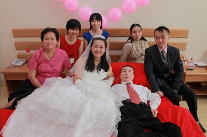 Gia đình của chị Yan bên chú rể.