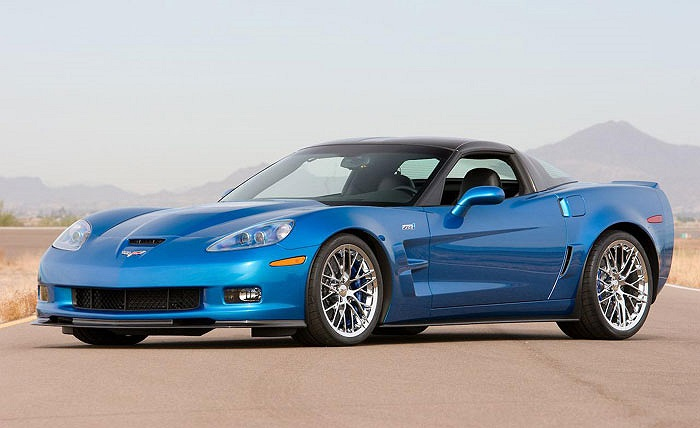 1. Chevrolet Corvette ZR1. Giá bán: 111.600 USD. Trang bị động cơ tăng áp 6.2L LS9 V8 638 mã lực, mẫu coupe 2 cửa tăng tốc từ 0-96 km/h mất 3.4 giây và đạt tốc độ tối đa 330 km/h.