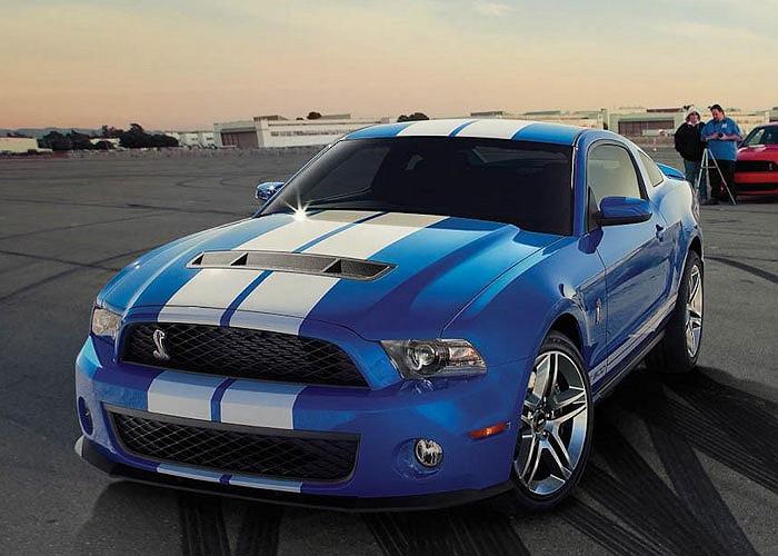 """3. Ford Mustang Shelby GT500. Giá bán: 54.2000 USD. Mang """"trái tim"""" tăng áp 5.8L V8 công suất 662 mã lực, xế Ford tăng tốc từ 0-96 km/h mất 3.5 giây và tốc độ tối đa là 325 knm/h."""