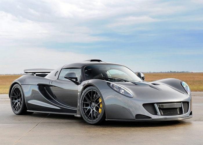 4. Hennessey Venom GT. Giá bán: 600.000 USD – 1.000.000 USD. 'Xài' động cơ 7.0L LS9 V8 1244 mã lực, xe tăng tốc từ 0-96 km/h chỉ mất 2.7 giây và tốc độ tối đa có thể đạt 430 km/h.