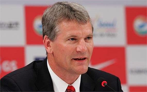 Năm 2000, Gill được bổ nhiệm làm giám đốc điều hành (CEO) của Quỷ đỏ