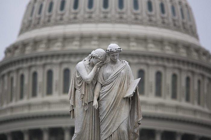 Bức tượng trước tòa nhà Capitol của Mỹ