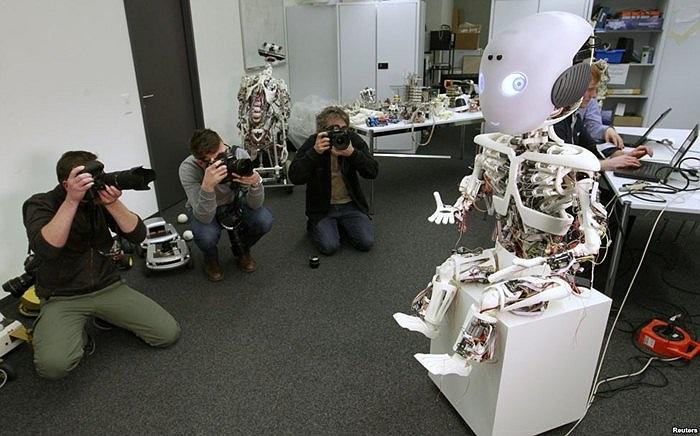 Robot mô phỏng người tại Đại học Zurich ở Zurich, Thụy Sĩ