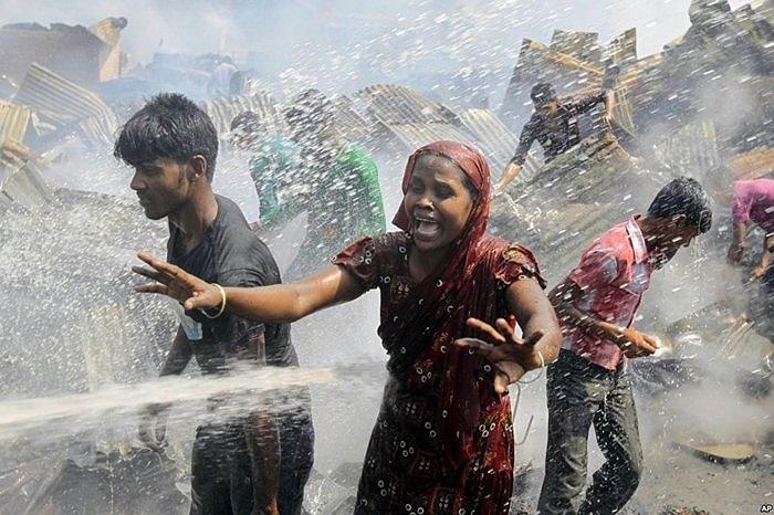 Hiện trường vụ hỏa hoạn trong khu ổ chuột tại Dhaka, Bangladesh
