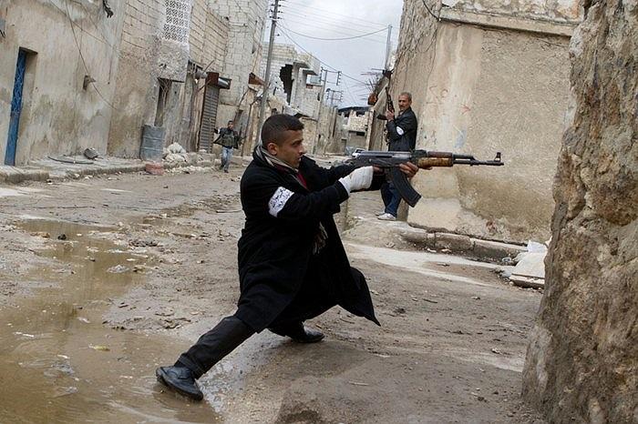 Phiến quân Syria bắn nhau với quân chính phủ tại Aleppo