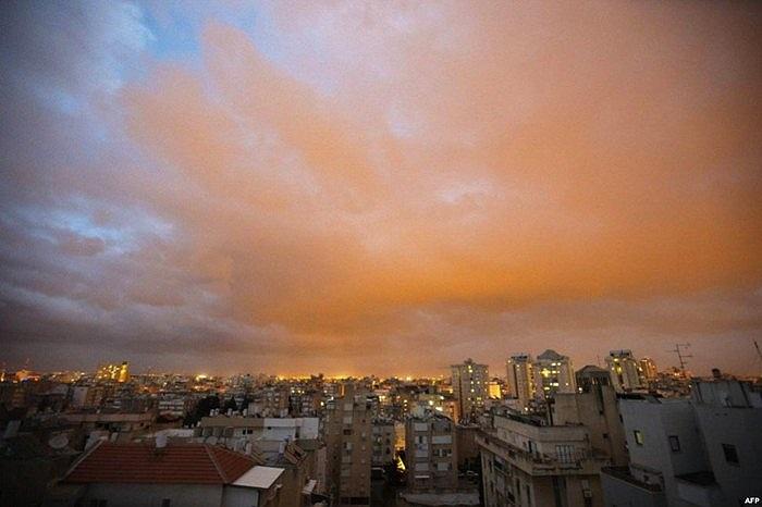 Cơn bão cát quét qua một thành phố của Israel
