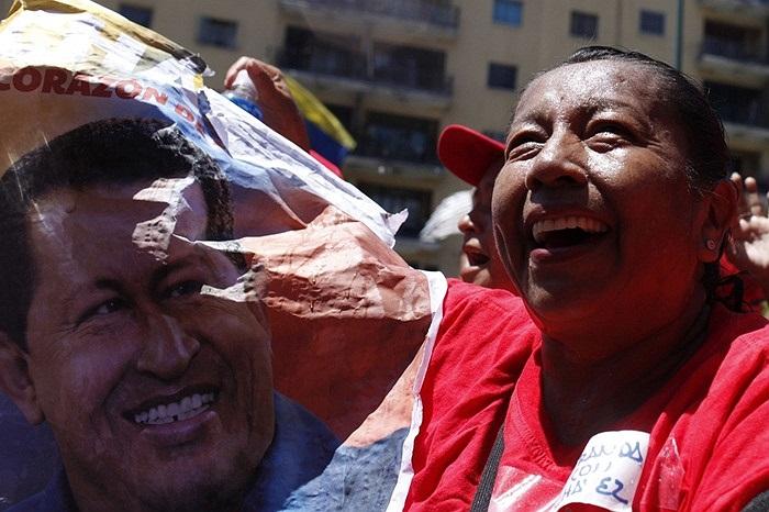 Người ủng hộ tổng thống Venezuela Hugo Chavez trên đường phố nước này