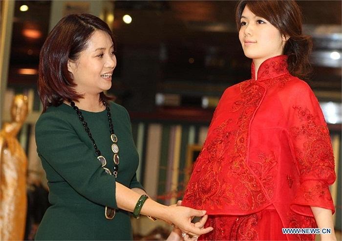 Áo cưới truyền thống được thiết kế với phong cách mới