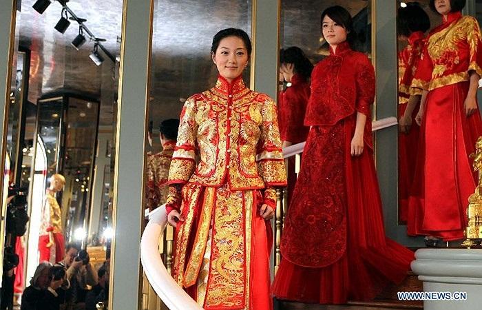3 mẫu váy cưới truyền thống được thiết kế theo kiểu hiện đại