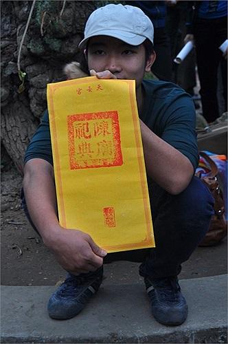 Ấn đền Trần năm nay in trên giấy màu vàng