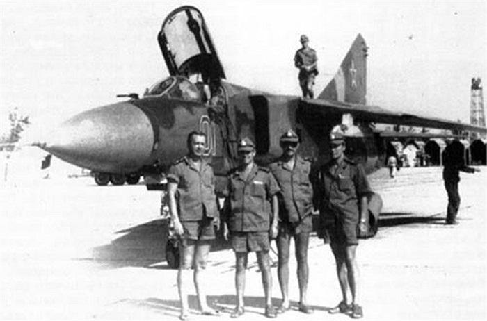 Tiêm kích đánh chặn cánh cụp cánh xòe MiG-23MLD ở Cam Ranh tháng 1/1985