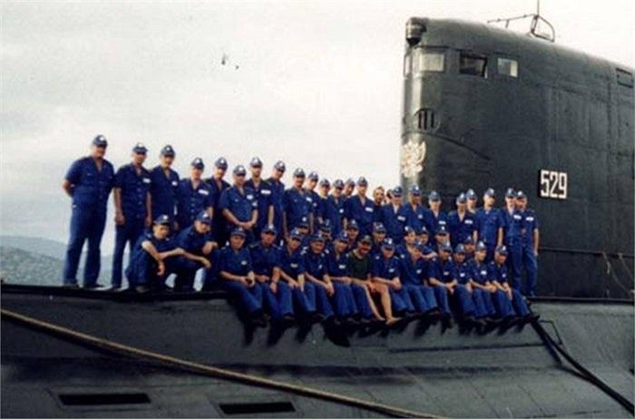 Tàu ngầm tấn công Kilo của Hải quân Nga tại Cam Ranh cuối những năm 1990
