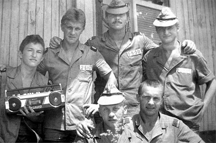 Binh lính Hải quân Liên Xô tại khu nhà nghỉ trong căn cứ