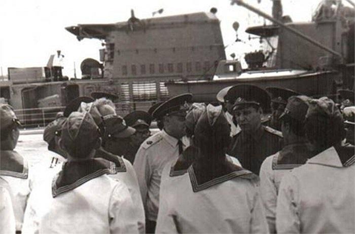 Từ năm 1979, theo hiệp định ký kết giữa Việt Nam và Liên Xô, cảng Cam Ranh được dùng làm căn cứ hậu cần, tên gọi đầy đủ là Điểm cung cấp vật liệu - kỹ thuật số 922 (PMTO) của hạm đội Thái Bình Dương với diện tích khoảng 100 km2