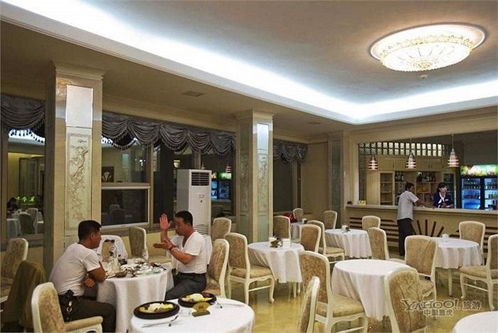 Cảnh dùng bữa trong một khách sạn mới mở ở Bình Nhưỡng
