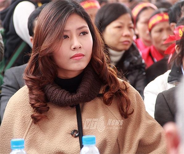 Người đẹp biển Nguyễn Thị Loan cũng nhiệt tình tham gia vào ngày hội để cổ vũ cho các bạn trẻ hiến máu