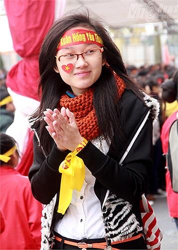 Các tình nguyện viên liên tục vỗ tay hưởng ứng những hành động đẹp trong ngày hội tình nguyện hiến máu lớn nhất cả nước