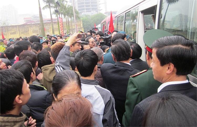 Từ ngày 25 đến 28/2, các tỉnh, thành phố trong cả nước đồng loạt giao quân đợt 1 năm 2013. Riêng ngày 25/2: các tỉnh, thành phố thuộc Quân khu 1, Quân khu 3, Quân khu 4, Bộ Tư lệnh Thủ đô Hà Nội sẽ tiến hành giao quân...