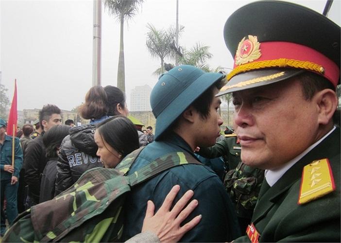 Nét mới trong công tác tuyển, giao quân đợt 1 năm 2013 là việc tổ chức cấp phát quân trang cho chiến sĩ mới trước ngày làm lễ giao quân được giao cho các địa phương đảm nhiệm.