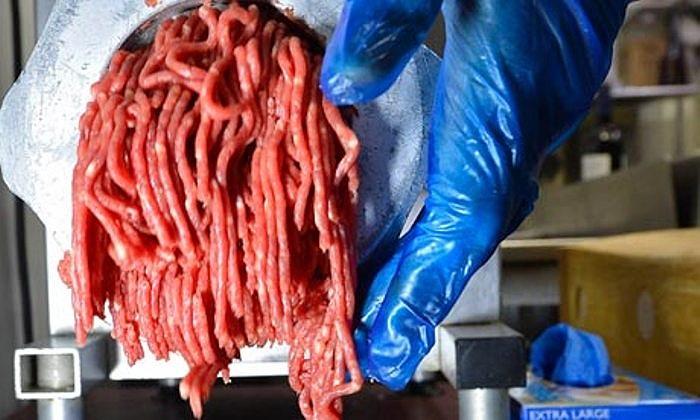 Ngày 14/2: Cộng hòa Síp đã tiêu hủy hàng chục tấn thịt làm bánh mỳ kẹp thịt do lo ngại thịt ngựa trộn thịt bò