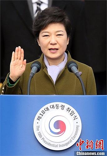 Bà Park Geun-hye 61 tuổi, là con gái của cựu tổng thống bị ám sát Park Chung-hee