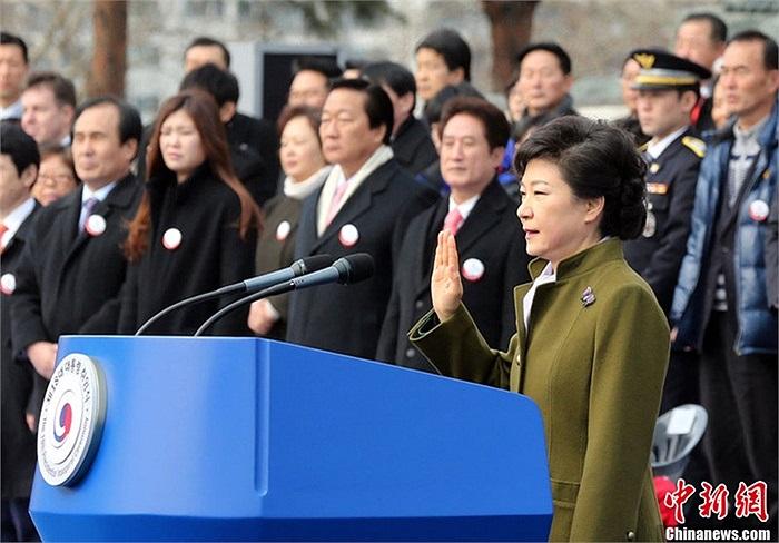 Theo tờ Yonhap, trong nhiệm kỳ 5 năm của mình, bà Park sẽ giảm sự tập trung quyền lực kinh tế trong tay các tập đoàn và thu hẹp khoảng cách giàu nghèo