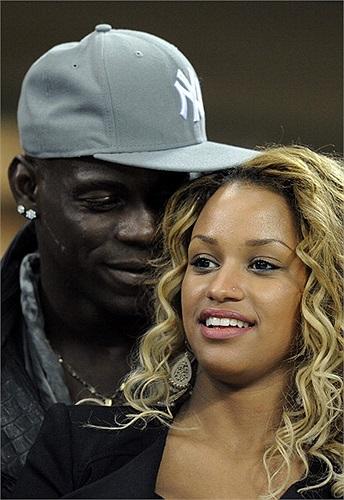 Do đã thi đấu tại Champions League trong màu áo Man City nên Balotelli chỉ có thể là khán giả khi về AC.Milan.