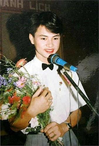 Bức ảnh cực độc thời Xuân Bắc còn là học sinh được nghệ sĩ hài Quang Thắng đăng trên trang cá nhân của mình. Khuôn mặt Xuân Bắc thời thiếu niên không khác bây giờ là mấy, rất đẹp trai và thư sinh.
