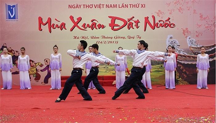 Ngày thơ Việt Nam lần thứ 11 đã là tiếng nói mạnh mẽ của những người trẻ trong việc xây dựng và bảo vệ đất nước trong thời đại mới.