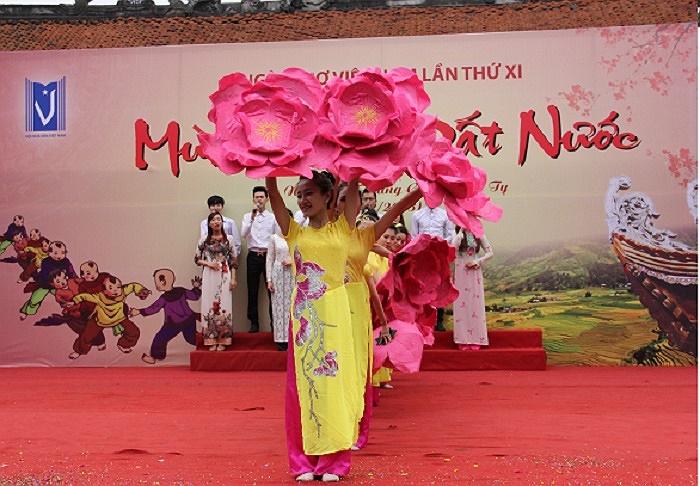 Với chủ đề Mùa xuân đất nước ở sân thơ chính, những áng văn thơ ca ngợi Tổ quốc mến yêu đã thu hút hàng nghìn người theo dõi.